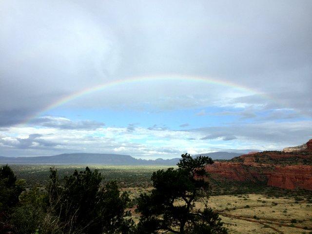 恵みの雨と虹